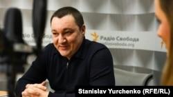 Дмитро Тимчук, архівне фото в студії Радіо Крим.Реалії