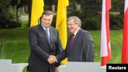 Віктор Янукович та Броніслав Коморовський, вересень 2011 року, Варшава