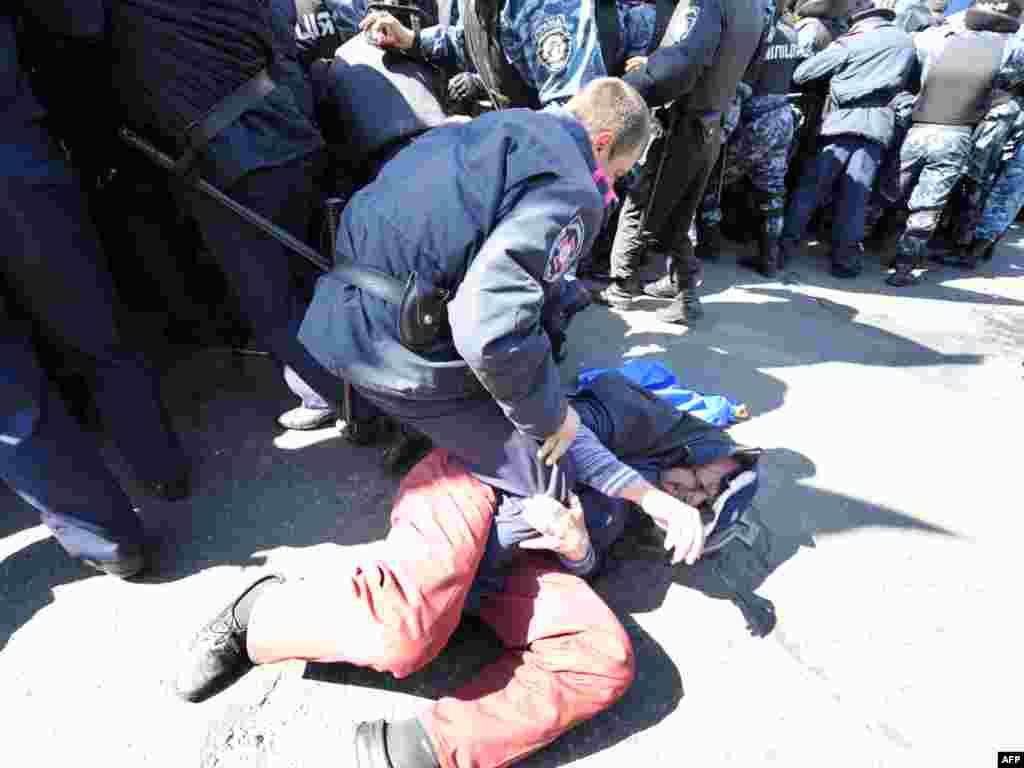 Кілька учасників акції протесту отримали травми