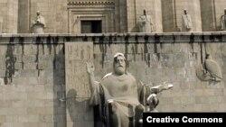 Մեսրոպ Մաշտոցի արձանը Երևանում