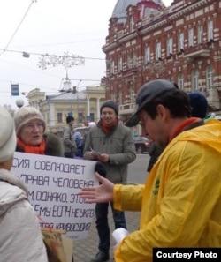 Наталья Лебедева проводит одиночный пикет