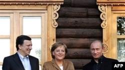 Западные гости России не оставили в стороне вопрос преследования оппозиции. Ангела Меркель, Жозе Мануэл Баррозу, Владимир Путин в резиденции «Волжский утес»
