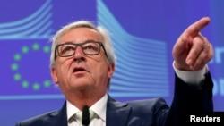 Jean-Claude Juncker Britaniyanın Avropanı dərhal tərk etməsini istəyib
