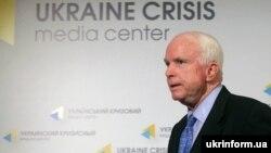Джон Маккейн під час відвідин України у вересні 2014 року