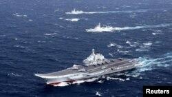ناو هواپیمابر لیائونینگ چین در یکی از رزمایشهای قبلی در دریای چین جنوبی