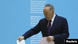 Президент Назарбаев Астанада добуш берди, 20-март, 2016-жыл
