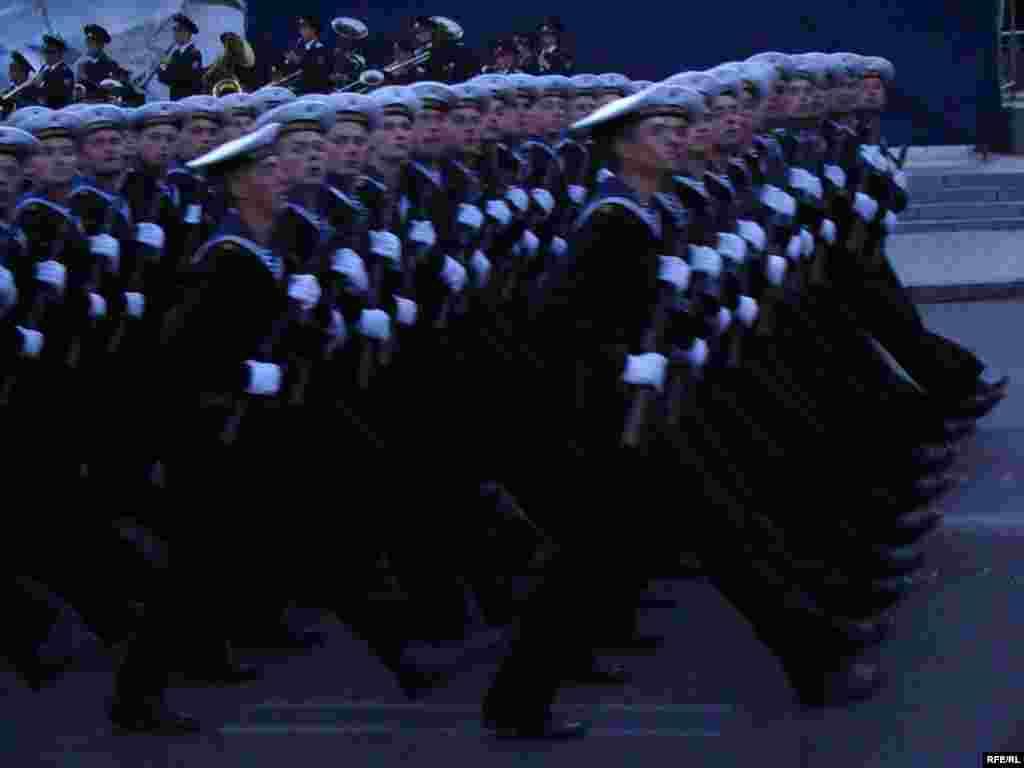 Хрещатиком крокуватимуть 6 парадних розрахунків військовослужбовців, одягнених у форму Червоної армії часів Другої Світової.