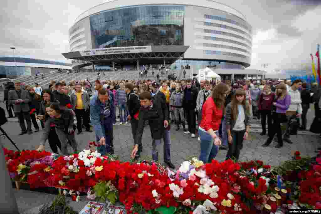 Two Belarusians were also among the dead. Many hockey fans turned up at the Minsk-Arena Complex to pay their respects.