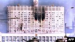 Белый дом после танкового обстрела (Москва, 4 октября 1993 года)