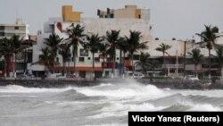 Meksiku sa istočne strane obale prijeti uragan Katia