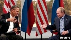 باراک اوباما (چپ) و همتای روسیش اندکی پس از دیدار و گفتوگو در حاشیه نشست سران هشت کشور صنعتی جهان