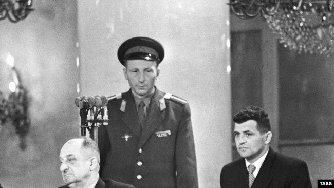 Francis Gary Powers (djathtas)