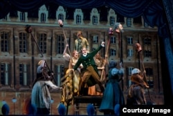 Сцена из спектакля Лос-Анджелесской оперы «Призраки Версаля»