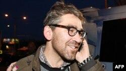 Американский журналист Саймон Островский после освобождения из сепаратистского плена. Донецк, 24 апреля 2014 года.
