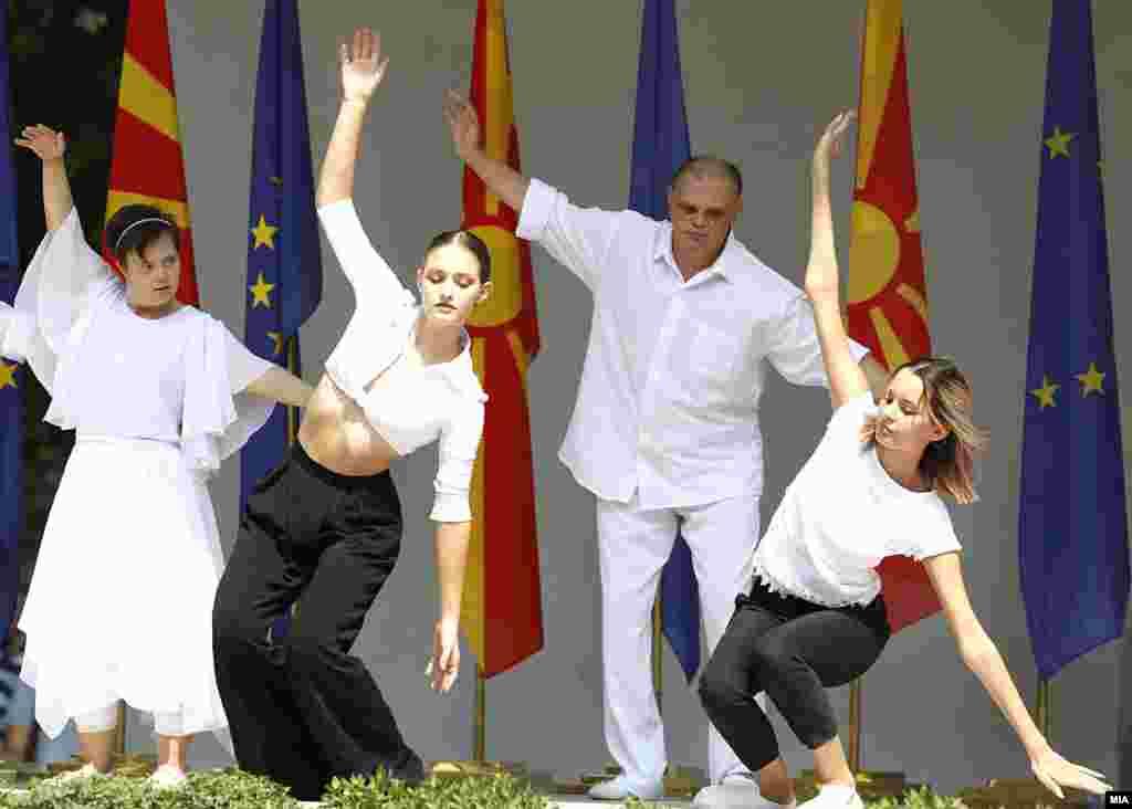 Забавна програма на централното одбележување на 8 Септември кај Школка во Градски парк во Скопје.