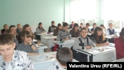 Elevi la școala din Tighina.