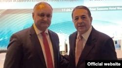 Igor Dodon la Moscova, în 2016, împreună cu Luis Ayala, secretarul-general al Internaționalei socialiste
