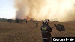 Ликвидация пожара в дачном массиве в пригороде Темиртау. Фото: УЧС города Темиртау. 29 августа 2019 года.