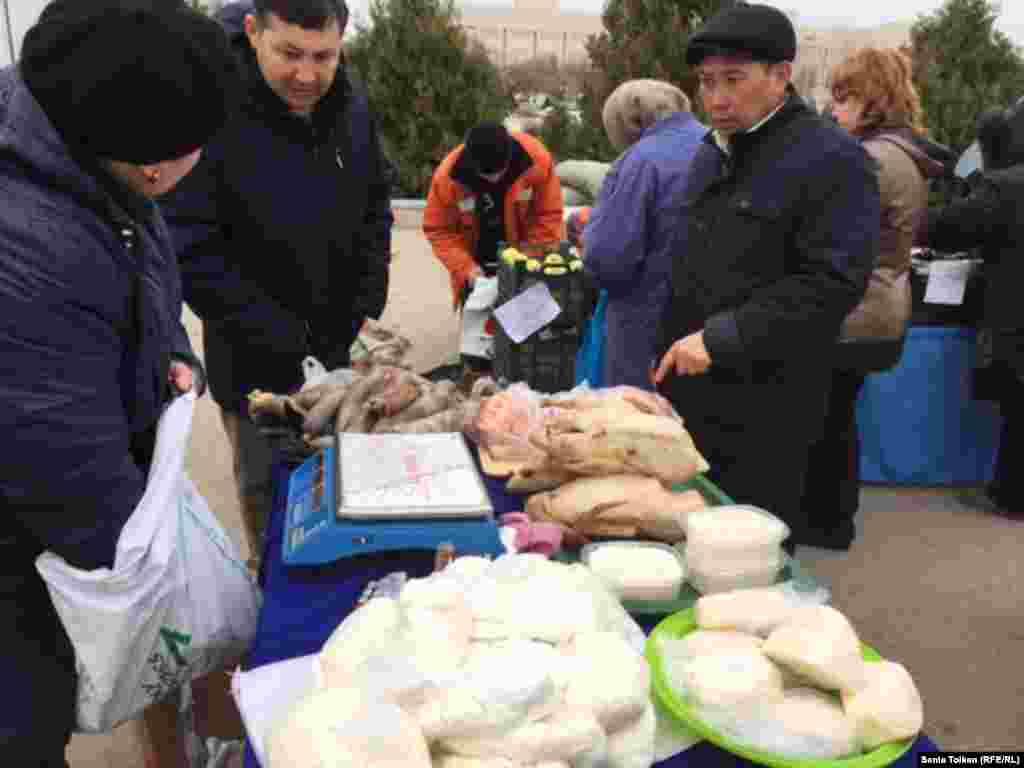 Большая часть пришедших на ярмарку интересовались мясной и молочной продукцией.