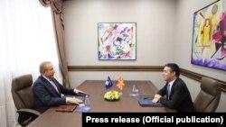 Pamje nga takimi në mes të ministrit të Jashtëm Behgjet Pacolli dhe homologut të tij, Nikola Dimitrov