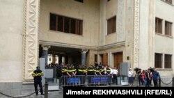 Բողոքի ակցիա Վրաստանի խորհրդարանի շենքի մոտ, Թբիլիսի, 8 սեպտեմբերի, 2019թ.