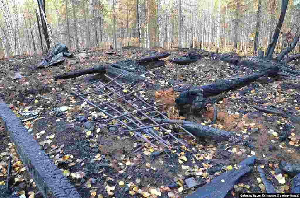 В 2013-м Черноушек со своей командой тщательно и долго планировали поездку, приехали уставшие на место бывшего лагеря, но только для того, чтобы понять, что все было уничтожено пожаром. А потом сломался мотор лодки, и они четыре дня просто плыли по течению.