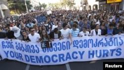 Protestat që ka shkaktuar skandali në burgje në Tbilisi.