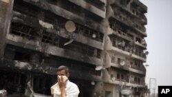 Үкімет әскері мен көтерілісшілер арасындағы ұрыстан бүлінген ғимарат. Мисурата, Ливия, 22 мамыр 2011 жыл.