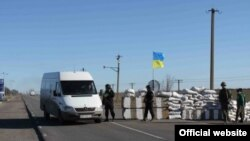Украинские пограничники на Чонгаре, 17 апреля 2014 года
