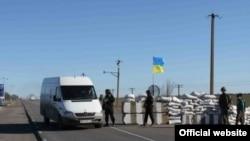 !!PLEASE WRITE A CAPTION IN ENGLISH!! Ukraine -- пограничники на Чонгаре,Крым 17Apr2014