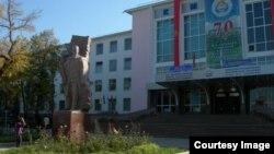 Иса Ахунбаев атындагы Кыргыз медициналык академиясы.