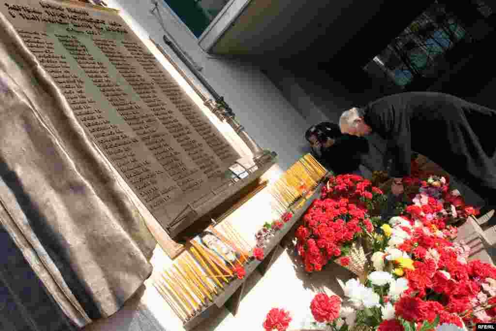 Орусия – Дубровка театрында терорчулардын кол салуусунун курмандыктарын эскерүү жыйыны
