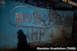 Луганск, на автобусной остановке