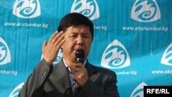 """Ак шумкар"" партиясынын лидери, экс-премьер-министр Темир Сариев. Архив."