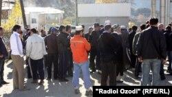 Жители протестуют против дорожных сборов возле пункта пропуска IRS, 23 ноября 2010 года