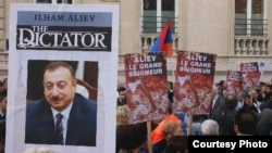 France - Hundreds of French Armenians protest against Azerbaijani President Ilham Aliyev's visit to Paris, 18Sep2012. (Photo by Armenews.com)