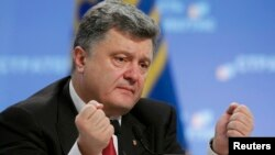 Украина президенті Петр Порошенко баспасөз мәслихатын өткізіп отыр. Киев, 25 қыркүйек 2014 жыл.