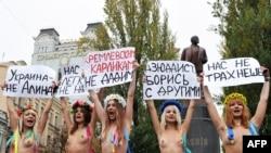 """""""Femen"""" кызлары узган елның октябрендә Путинны каршы ала"""