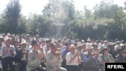 Собрание жителей Кара-Суйского района Ошской области взывало соотечественников к межэтническому согласию. 07 июля 2010 г.
