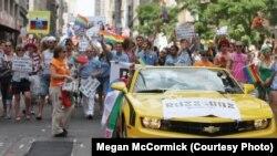 Un grup de rusofoni la parada gay de la New York din 2012
