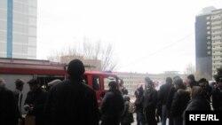 Полиция заблокировала входы в метро, у станций наблюдается большое скопление народа