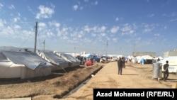 Лагерь курдских беженцев в зоне конфликта на севере Сирии