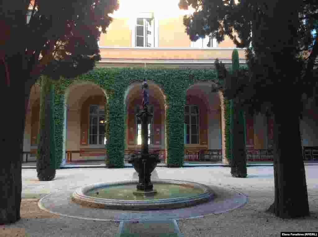 Внутренний дворик Академии