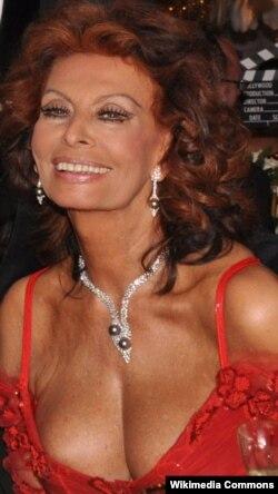Sophia Loren 72 yaşını qeyd edərkən.