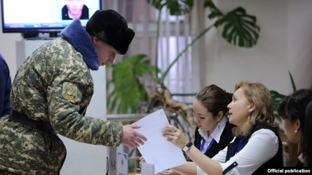 Scenes From Kyrgyzstan's Constitutional Referendum Vote