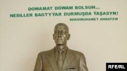 Prezident Berdimuhamedowyň atasynyň heýkeli