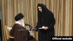 مریم هاشمی میگوید تاکنون هفت بار با علی خامنهای ملاقات کرده است