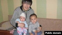 Алмас Токабаев, держатель тенгового депозита. Фото с социальной сети Facebook.