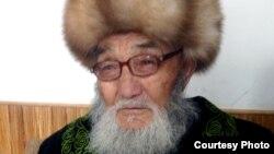 Маркум манасчы Жусуп Мамай (1918-2014) Кытайдын Ак-Чий айлында, 2009-жыл.