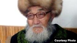 Жусуп Мамай Ак-Чий айлында, 2009-ж. Аманат сүрөт.